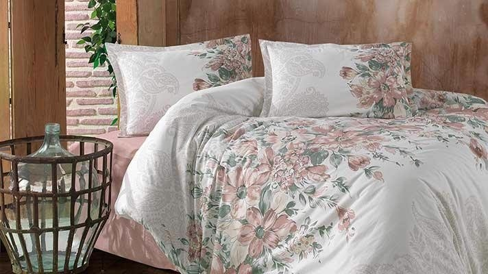 Lenjerie pat 2 persoane BUMBAC RANFORCE - 4 piese -  Alb, model flori roz pudrat pictate