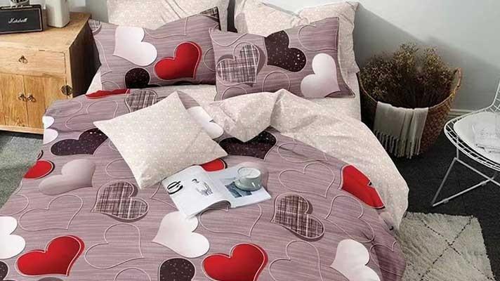 Lenjerie pat 2 persoane BUMBAC FINET - 6 piese - Bej, inimi culori diferite si imprimeu interior crem