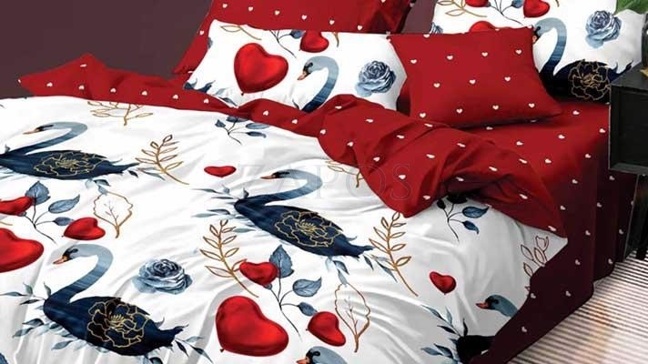 Lenjerie pat 2 persoane BUMBAC FINET - 6 piese - Alb, model lebede si inimi sin imprimeu interior rosu