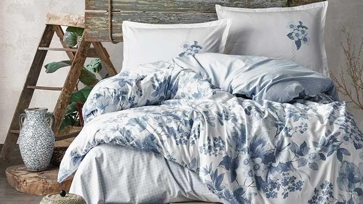 Lenjerie pat 2 persoane BUMBAC RANFORCE - 4 piese - Alb, model floral in nuante de albastru