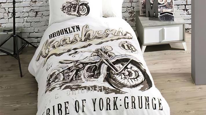 Lenjerie pat 1 persoana BUMBAC RANFORCE - 3 piese -  Alb, model motocicleta desenata alb-negru