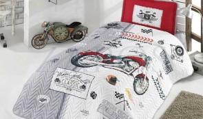 Cuvertura pat 1 persoana BUMBAC RANFORCE - 2 piese - Alb, model motocicleta si elemente cu accente rosii