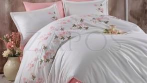 Lenjerie pat 2 persoane SATIN BRODAT - 6 piese - Alb, model 2 fete flori brodate roz