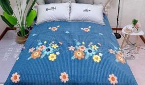 Cuvertura pat dublu CATIFEA PLUSATA - Albastru, model buchete de flori multicolore in partea din mijloc-1