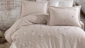 Lenjerie pat 2 persoane SATIN BRODAT - 6 piese - Crem, model flori de camp brodate