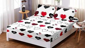 Set husa de protectie cu elastic pentru saltea FINET si 2 fete de perna - Alb, model inimi negre si rosii