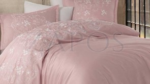 Lenjerie pat 2 persoane SATIN BRODAT - 6 piese - Roz pal, model flori de camp brodate in partea de sus