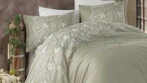 Lenjerie pat 2 persoane SATIN BRODAT - 6 piese - Verde pal, model flori de camp brodate  in partea de sus