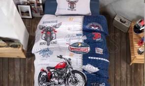 Cuvertura pat 1 persoana BUMBAC RANFORCE - 2 piese - Alb, model motociclete si dunga albastra