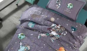 Cuvertura pat 1 persoana BUMBAC RANFORCE - 2 piese - Gri inchis, model astronauti in spatiu