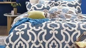 Lenjerie pat 2 persoane 100% BUMBAC - 4 piese - Albastru, imprimeu linii ondulate care se impletesc