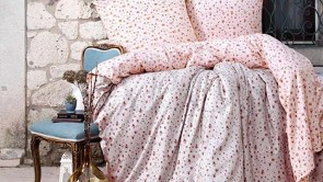 Lenjerie pat 2 persoane BUMBAC SATINAT - 4 piese - Roz pal, model pete mici de culoare roz