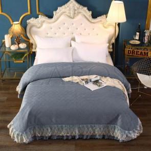 Cuvertura pat dublu CATIFEA PLUSATA - Gri inchis, culoare uni cu aplicatii de tul in partea de jos